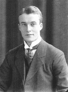 David Waage jobbet etter avlagt bergeksamen i 1914 mye utenlands hvor han erfarte at NTH's studie var fullt ut konkurransedyktig med andre nasjoners bergstudier