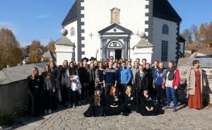 Gruppebilde fra solanturen høsten 2014 utenfor Røros kirke