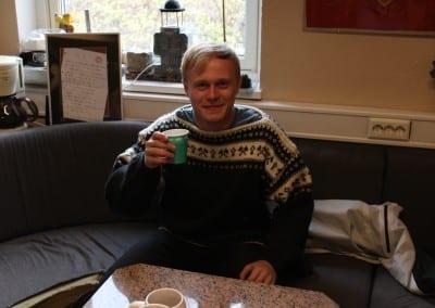 En vakker bergmand fikk seg kaffe på bergkontoret