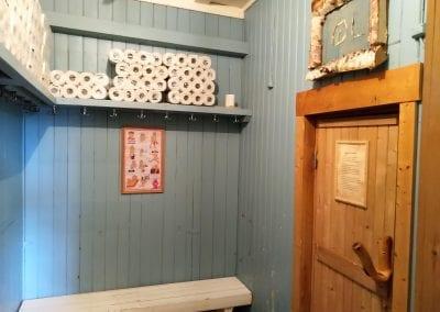 Benkeplass på utsiden av badstue